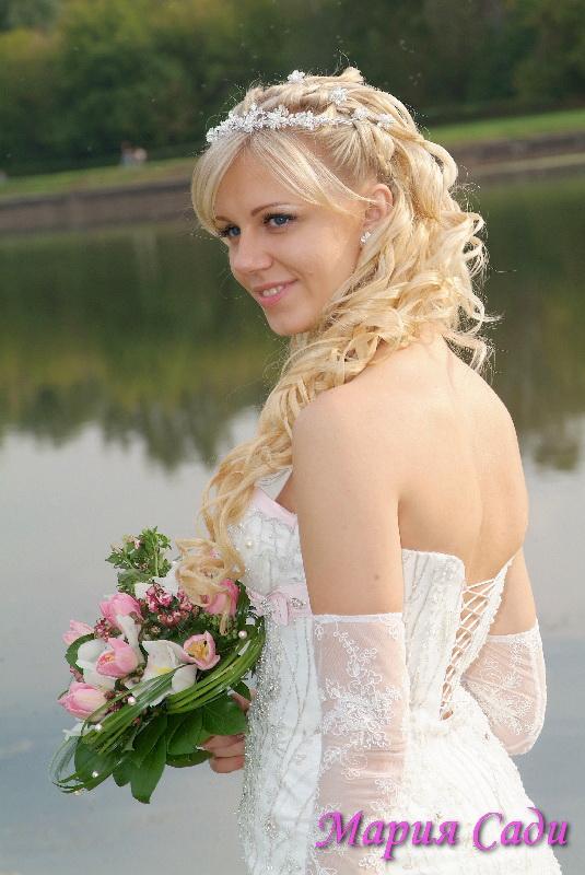 Фото свадебная прическа с накладными прядями